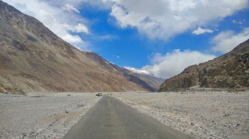 Leh travel from leh to pangong lake