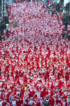 15 things to do in Glasgow Scotland - Santa Dash
